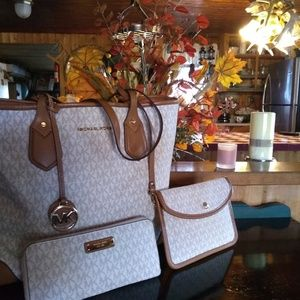 Michael kors purse and wallet and clutch